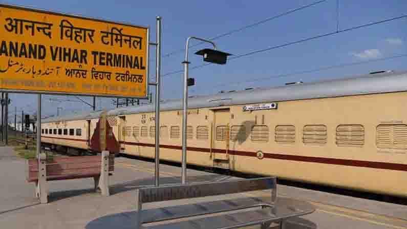 भारतातील एकूण 7349 रेल्वे स्थानक आहेत. भारतातील काही रेल्वे स्थानकांची नावे तर अतिशय प्रेक्षणीय आहेत.  परंतु, आपल्या देशात अशाही रेल्वे स्थानकांची कमतरता नाही, ज्यांची नावे वाचून किंवा ऐकून तुम्ही आपले हसू रोखूच शकणार नाही.