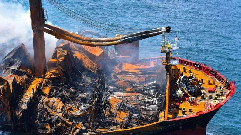 भारताने 25 मे रोजी आग नियंत्रणासाठी श्रीलंकेच्या नौदलाला मदत म्हणून आयसीजी वैभव, आयसीजी डोर्नियर आणि टग वॉटर लिलीला पाठवलं होतं. प्रदूषणाच्या धोक्यापासून वाचवण्यासाठी भारताने 29 मे रोजी आपलं 'समुद्र प्रहरी' हे विशेष जहाजही पाठवलं होतं. आग लागलेल्या जहाजावर 25 लोक होते. त्यांना 21 मे रोजीच वाचवण्यात आलंय. यात भारत, चीन, फिलिपीन आणि रशियाच्या नागरिकांचा समावेश आहे.