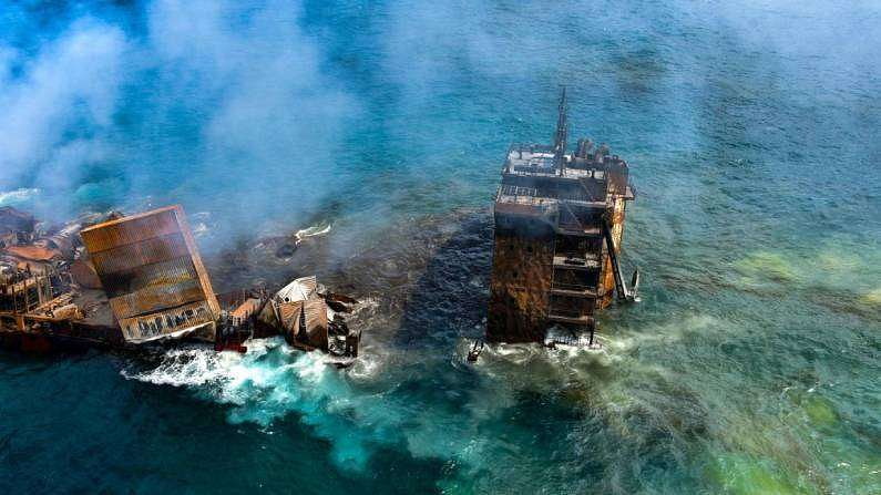 या जहाजातील स्फोटामुळे अनेक टन प्लास्टिक समुद्रात जमा होत आहे. जहाजातील इंजिन ऑईल समुद्रात मिसळून समुद्री जीवांनाही मोठा धोका निर्माण झालाय.