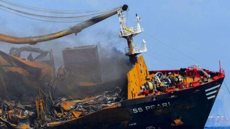 श्रीलंका आणि भारतीय नौदल काही दिवसांपासून ही आग विझवण्याचा प्रयत्न करत आहेत. मात्र, समुद्रातील लाटा आणि खराब हवामान यामुळे आग नियंत्रणात आणण्यासाठी अडथळे येत आहेत.