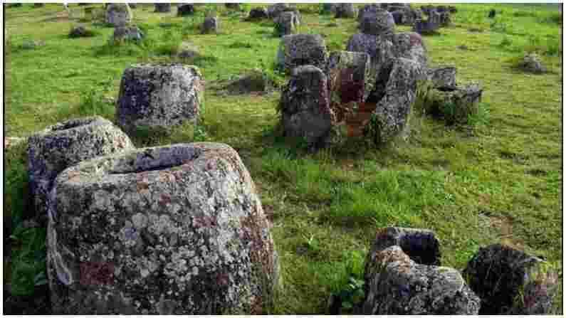 पुरातत्वशास्त्रज्ञांचा असा विश्वास आहे की ही हजारो रहस्यमय दगडी भांडी लोह युगातील आहेत. तथापि त्या काळी हे का बनवले गेले याचे रहस्य आजही स्पष्ट झालेले नाही. परंतु काही शास्त्रज्ञांचा असा विश्वास आहे की अंत्यसंस्काराच्या वेळी ते अस्थि कलश म्हणून वापरले गेले असावे.