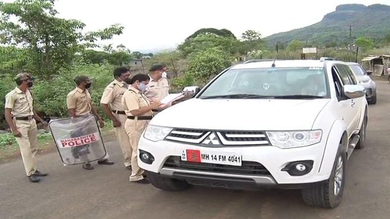 पोलिसांकडून सध्या रायगडाच्या पायथ्याशी प्रत्येक गाडीची तपासणी करण्यात येत आहे. राज्यातील विविध भागातून शिवभक्त येण्याची शक्यता असल्यानं पोलिसांकडून ही खबरदारी घेतली जात आहे.
