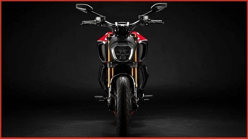 नवीन Panigale V4 व्यतिरिक्त, डुकाटीने आपल्या सोशल मीडिया हँडलवर नवीन Ducati Diavel 1260 बद्दल टीझ केलं आहे. ही बाईक सिक्स स्पीड गिअरबॉक्ससह 11,262cc, L-twin, Testastretta इंजिनसह सादर केली जाईल.