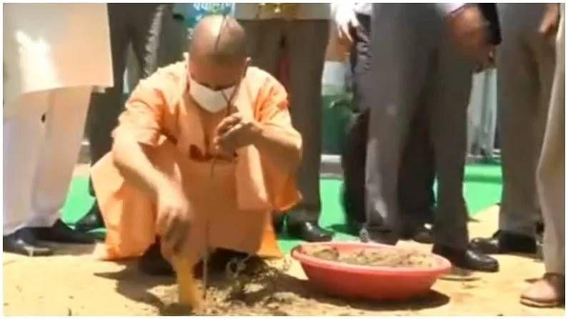 उत्तर प्रदेशचे मुख्यमंत्री योगी आदित्यनाथ यांनीही वृक्षारोपण करत जागतिक पर्यावरण दिन साजरा केला.