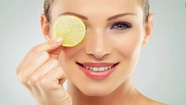 लिंबू नैसर्गिक ब्लीचिंग एजंट्ससाठी ओळखले जाते. लिंबामुळे चेहऱ्याला नैसर्गिक चमक येते. 2 चमचे लिंबाचा रस आणि एक चमचा गुलाब पाणी मिक्स करा आणि चेहऱ्यावर लावा.