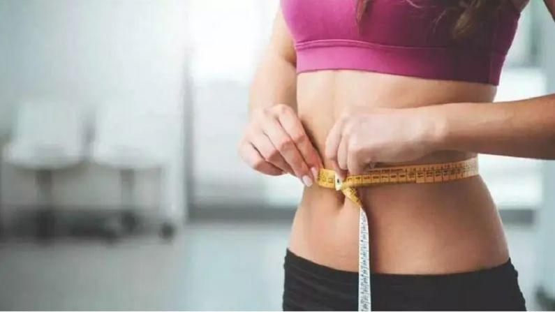 वजन कमी करण्यासाठी चयापचय वाढविणे आवश्यक आहे. चयापचय वाढविण्यासाठी आपण आहारात बर्याच प्रकारचे पदार्थ घेऊ शकतो. यामुळे वजन कमी होण्यास मदत होते. ग्रीन टीमध्ये एपिगॅलोकोटेचिन गॅलेट (ईजीसीजी) नावाचे अँटीऑक्सिडेंट असते. हे रोगप्रतिकारक शक्ती वाढवते आणि चरबी बर्न करण्यास मदत करते. यामुळे आहारात ग्रीन टीमचा समावेश केला पाहिजे.