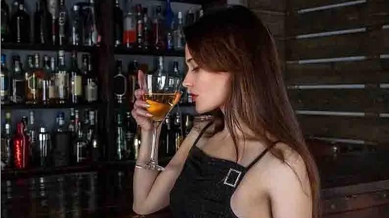 काही अभ्यासांमध्ये असे सांगितले आहे की, मद्यपान केल्याने रोगप्रतिकारक शक्तीवर परिणाम पडतो. यामुळे न्यूमोनिया आणि श्वसन समस्यांसारख्या आजाराची शक्यता वाढते. यामुळे सध्याच्या कोरोनाच्या काळात मद्यपान करणे टाळा. या काळात रोगप्रतिकारक शक्ती वाढेल असा पदार्थांचा समावेश करा. आपली रोगप्रतिकारक शक्ती मजबूत असेल तर आपण कोरोनापासून देखील दूर राहू शकतो.