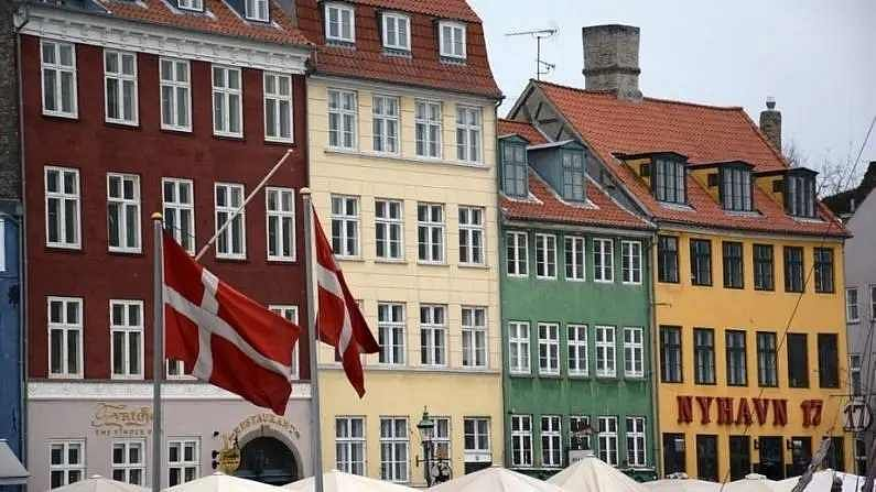 डेनमार्क एक स्कँडिनेवियाई देश असून येथील जगण्याचा दर्जा चांगला आहे. डेनमार्कमध्ये सरासरी वर्षाला 55 हजार डॉलर म्हणजे 41 लाख रुपये पगार दिला जातो. डेनमार्क जगात व्यापार करण्यासाठी सर्वात सुलक्ष देशही आहे.