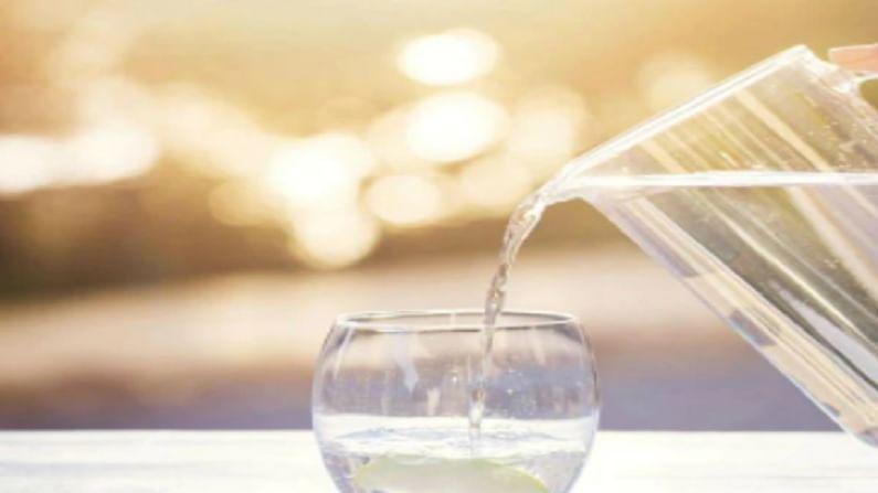 पाणी आपल्या शरीरासाठी खूप महत्वाचे आहे. हे आपले लक्ष केंद्रित पातळी वाढविण्याचे कार्य करते आणि दिवसभर आपल्याला हायड्रेटेड ठेवते. दररोज 2 ते 3 लीटर पाणी पिणे आरोग्यासाठी चांगले आहे. पालक आपल्या आरोग्यासाठी खूप फायदेशीर आहे. पालकमध्ये ओमेगा -3 फॅटी अॅसिड असते. पालक खाल्ल्याने मेंदूची स्मरणशक्ती वाढते.