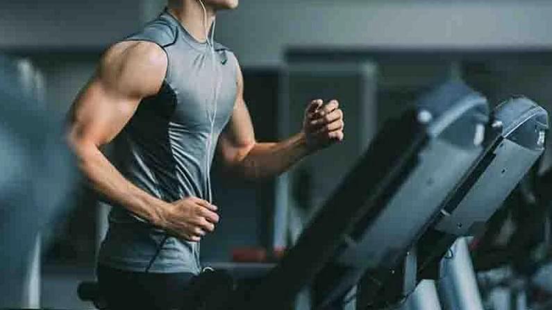 जर तुम्हाला वजन कमी करायचे असेल त्यासाठी आपण सकाळी व्यायाम करावा. कारण सकाळी जास्त कॅलरी बर्न केल्या जातात. 2015 च्या एका संशोधनात असे आढळले आहे की, जे लोक न्याहारीपूर्वी व्यायाम करतात त्यांनी जास्त चरबी बर्न केलेली असते.