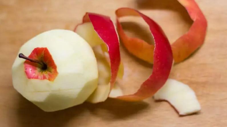 जर, आपण वजन कमी करण्याचा प्रयत्न करत असाल, तर सफरचंद सालासमवेत खाण्याचा प्रयत्न करा. या फळाच्या सालीमध्ये ओरसोलिक आम्ल हा एक आवश्यक कंपाऊंड असतो, जो लठ्ठपणाशी लढायला मदत करतो. (टीप : कोणत्याही उपचारांपूर्वी डॉक्टरांचा सल्ला अवश्य घ्यावा.)