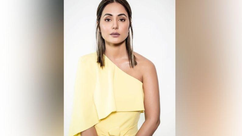 हीनानं पिवळ्या रंगाच्या ड्रेसमध्ये एक फोटोशूट केलं आहे. या फोटोशूटमध्ये हीनाच्या चेहऱ्यावर हसू नाही. हीनाची ही स्टाईल चाहत्यांनाही खूप आवडली आहे.