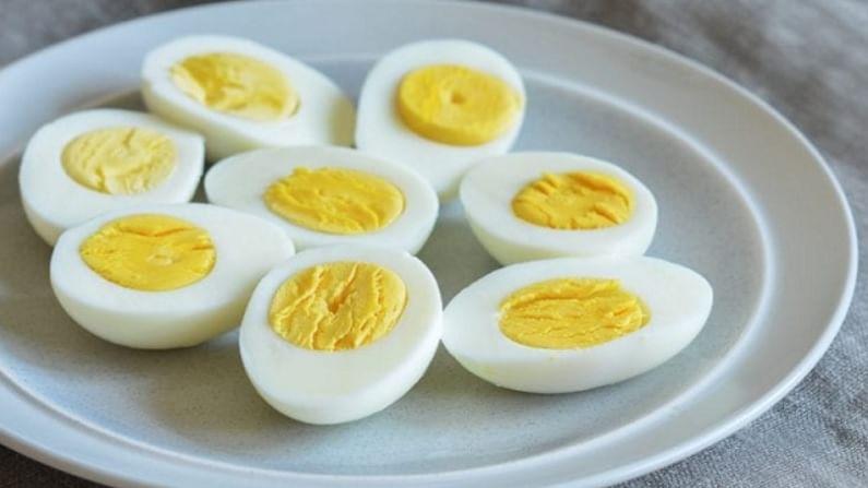 अंड्यांमध्ये मुबलक प्रमाणत 'व्हिटामिन डी' आढळतो, जो तुमच्या हाडांना बळकटी देण्यास फायदेशीर ठरतो. अंडी सर्वोत्तम आणि आरोग्यासाठी उपयुक्त पदार्थांपैकी एक मानली जातात.