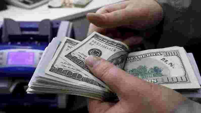 सिंगापूर तिसऱ्या क्रमांकावर आहे. येथे जमा केलेले एकूण पैसे 1.2 ट्रिलियन डॉलर्स आहेत. असा अंदाज आहे की यातही दरवर्षी 9 टक्के दराने वाढ होईल.