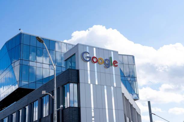 Google जगभरात 1 लाख 40 हजार 000 लोकांना रोजगार देते. येथे कोरोना साथीनंतर नव्या कामाच्या पद्धतीने 60 टक्के कर्मचारी आठवड्यात काही दिवसच ऑफिसमध्ये येतील आणि 20 टक्के कर्मचारी नव्या कार्यालयात येतील. उर्वरित 20 टक्के गुगल कर्मचारी घरातूनच काम करणार आहेत.