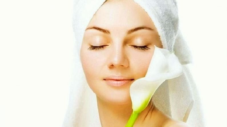 सुंदर त्वचा मिळवण्यासाठी त्वचेची काळजी घ्यावी लागते. आपण जर त्वचेची काळजी घेतली नाही तर आपली त्वचा निस्तेज बनते. त्याचबरोबर त्वचेच्या अनेक समस्या सुरू होतात.