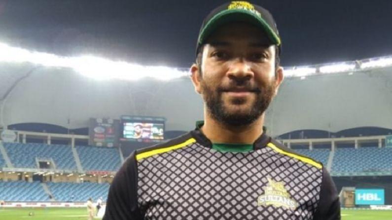 पाकिस्तान क्रिकेट संघात जवळपास पाच वर्षांनी एका खेळाडूनं पुनरागमन केलं आहे. या खेळाडूचे नाव आहे सोहेब मकसूद... 2016 साली तो शेवटचं पाकिस्तान संघाकडून खेळला होता त्यानंतर तो संघाबाहेर झाला. पाकिस्तान सुपर लीग मध्ये त्यांने धावांचा पाऊस पडला आणि त्याच्यासाठी आंतरराष्ट्रीय क्रिकेट संघाची दार उघडी झाली. त्याच्या शानदार खेळीमुळे सुलतान मुलतान संघाला पहिल्यावेळी पीएसएलचं विजेतेपद मिळालं. आता सोहेल मकसूद पाकिस्तान संघातून इंग्लंड आणि वेस्ट इंडिज दौऱ्यावर जाणार आहे.