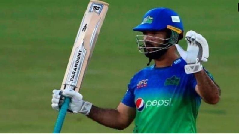 पाकिस्तान सुपर लीग मध्ये सर्वाधिक रन्स करणाऱ्या फलंदाजांच्या यादीत मकसूदचं नाव तिसऱ्या क्रमांकावर आहे. बाबर आझम आणि मोहम्मद रिजवान याच्यानंतर सर्वाधिक रन्स करणारा फलंदाज म्हणून मकसूदची नोंद आहे. त्याने 12 मॅचमध्ये 47.5 धावांच्या सरासरीने आणि 156. 70 च्या सरासरीने 428 रन्स ठोकले आहेत. या टूर्नामेंट मध्ये त्यांने 39 चौकार आणि 22 षटकार लगावले. यामध्ये बाबर आझम पेक्षा त्याचा स्ट्राईक रेट उत्तम होता.