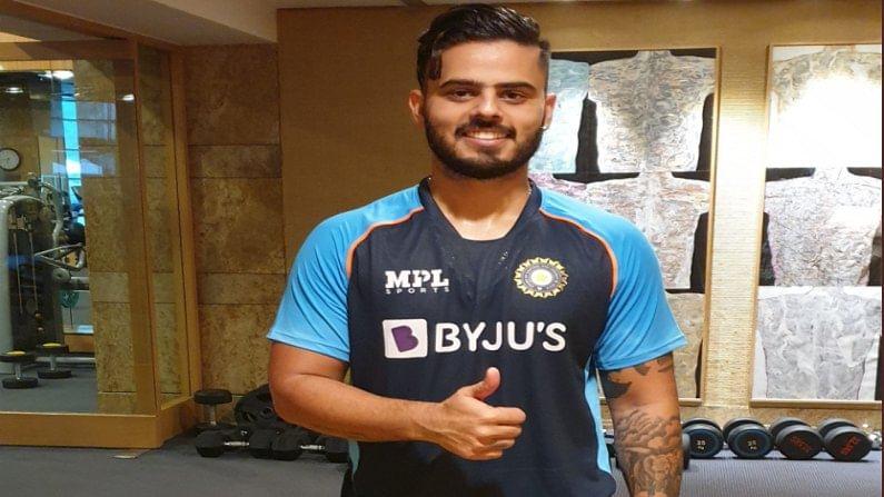 कोलकाता नाईट रायजर्स संघाचा महत्त्वाचा फलंदाज नितीश राणा (Nitish rana) हा देखील श्रीलंका दौऱ्यातील संघात आहे. राणाची देखील ही पहिलीच परदेश वारी असल्याने त्याच्याकडून चांगल्या प्रदर्शनाची आशा बीसीसीआयसह सर्व क्रिकेटरसिक व्यक्त करत आहेत.