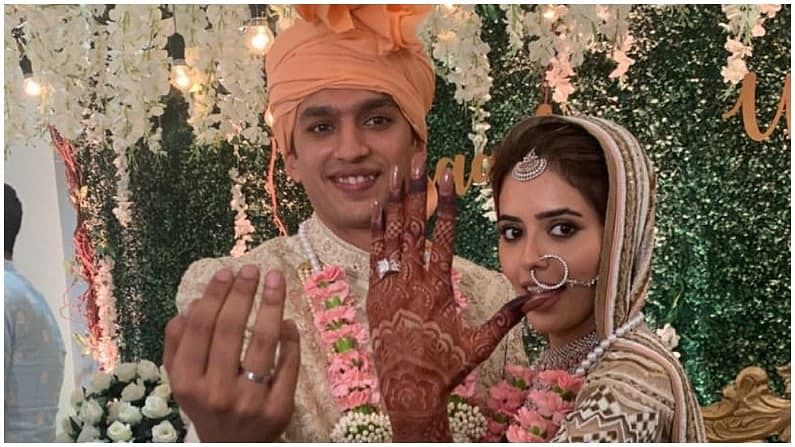 सना आणि इमाद कॉलेजपासून एकमेकांना ओळखतात. दोघांच्या लग्नाचे फोटो सोशल मीडियावर प्रचंड व्हायरल होत आहेत.
