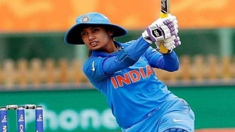 भारताची सर्वात दिग्गज महिला क्रिकेटपटू मिताली राजने (Mithali Raj) आज (26 जून) आंतरराष्ट्रीय क्रिकेट कारकिर्दीची 22 वर्षे पूर्ण केली आहेत. इतक्या दिर्घकाळ खेळणारा दुसरा भारतीय खेळाडू म्हणजे महान फलंदाज सचिन तेंडुलकर (Sachin Tendulkar). सचिन 22 वर्षे 91 दिवस आंतरराष्ट्रीय क्रिकेट खेळला असून मितालीने आज 22 वर्षे पूर्ण केली आहेत.(Inidan Women Cricketer Mithali Raj Became First Female Indian to complete 22 Years in international Cricket)