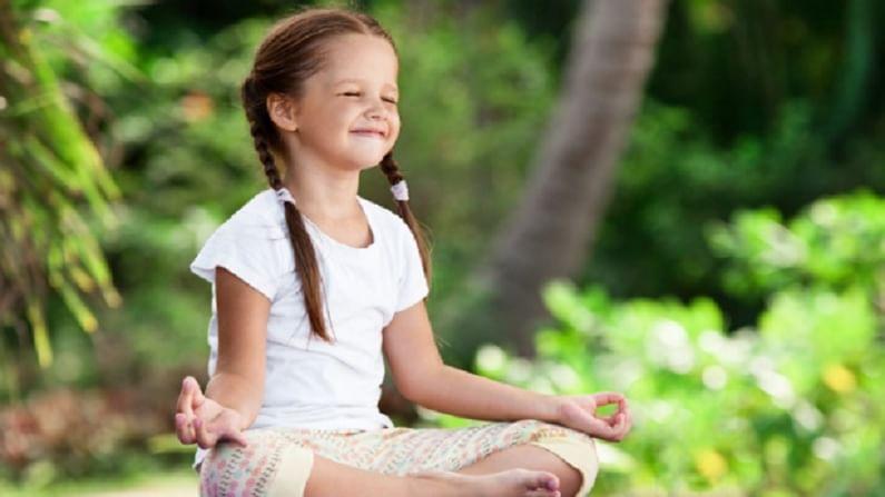 सुखासन हे योगासन लहान मुलांसाठी अत्यंत फायदेशीर आहे. यामुळे मुले मानसिक आणि शारीरिकदृष्ट्या चपळ बनतात. तसेच यामुळे एकाग्रता वाढण्यास मदत होते.