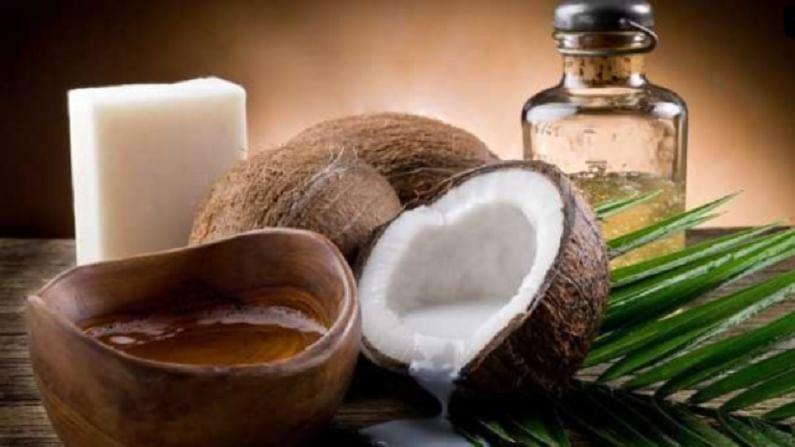 नारळ तेलामुळे त्वचा हायड्रेटेड राहते. नारळ तेलाने चेहऱ्याला मालिश केल्याने त्वचा तजेलदार होते. साधारण 5 ते 10 मिनिटे चेहऱ्याला मालिश करा.