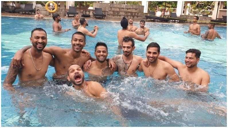 कर्णधार शिखर धवन टीम इंडियात आपल्या बिनधास्त स्वभावासाठी ओळखला जातो. सध्या श्रीलंका दौऱ्यावर शिखर धवनकडे कर्णधारपद आहे. त्यामुळे त्याच्यावर जास्त जबाबदारी आहे. मात्र कोणताही दबाव न बाळगता, संपूर्ण टीमसोबत धवन मजा करताना दिसला.  (Photo- Instagram/ Yuzi Chahal)