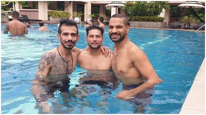 कुलचा अर्थात कुलदीप यादव आणि युजवेंद्र चहल ही जोडी मैदानावर धमाल करतेय, मात्र स्वीमिंग पूलमध्येही अनोख्या अंदाजात दिसली. कुलदीप यादव आणि युजवेंद्र चहल या फिरकी जोडीकडून टीम इंडियाला मोठ्या अपेक्षा आहेत. (Photo- Instagram/ Yuzi Chahal)