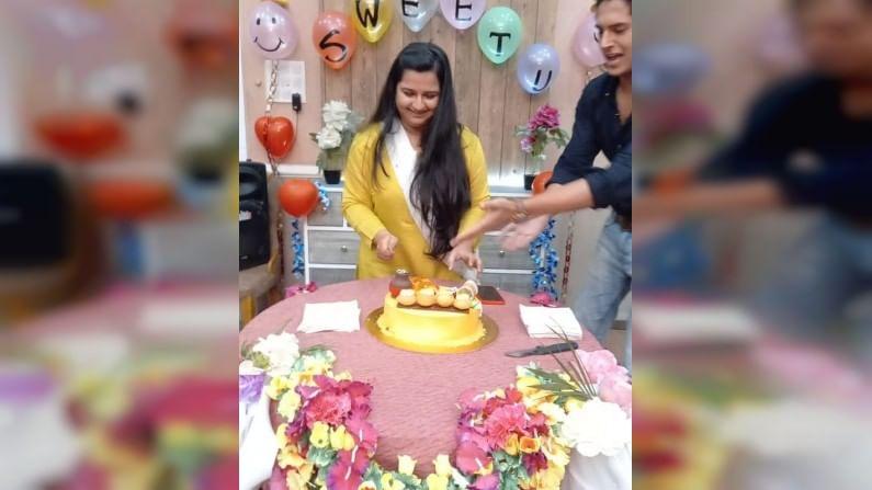 मालिकेच्या सेटवर अन्विताचा वाढदिवस साजरा करण्यात आला होता. या दरम्यान तिच्यासाठी खास केक देखील आणण्यात आला होता.