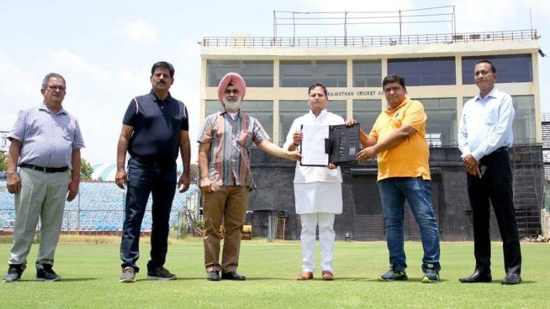 जगातील तिसरे सर्वात मोठे क्रिकेट स्टेडियम भारतात बनवण्याची तयारी आता सुरू झाली आहे. राजस्थानची राजधानी जयपूर येथे हे स्टेडियम बांधले जाणार आहे. यासाठी 2 जुलै रोजी जागा देण्यात आली. हे क्रिकेट स्टेडियम चंप गावात तयार होईल. या वर्षाच्या सुरूवातीस राजस्थान क्रिकेट असोसिएशनचे प्रमुख वैभव गहलोत यांनी जयपूरमध्ये नवीन क्रिकेट स्टेडियम उभारण्याची घोषणा केली होती.