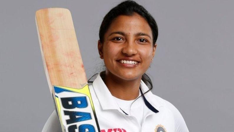 इंग्लंडविरुद्ध भारतीय महिला खेळलेल्या एकमेव टेस्टमध्येही स्नेहने चांगली कामगिरी केली. तिने 82 धावांसह 4 विकेटही पटकावल्या. भारताच्या दुसऱ्या डावात स्नेहच्या नाबाद 80 धावा सामना अनिर्णीत कऱण्यासाठी महत्त्वाच्या ठरल्या.