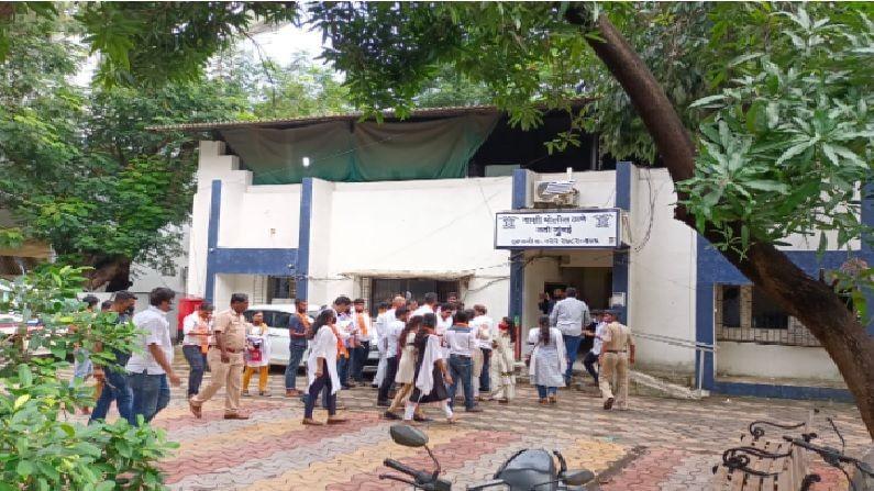 पोलिसांनी अडवल्यानंतरही मनसेच्या नेत्यांची भाषणे होती सुरुच होती. आंदोलनात 30 ते 40 कार्यकर्ते सहभागी झाले होते. पोलिसांनी आंदोलकांना वाशी पोलीस स्टेशनमध्ये नेले.