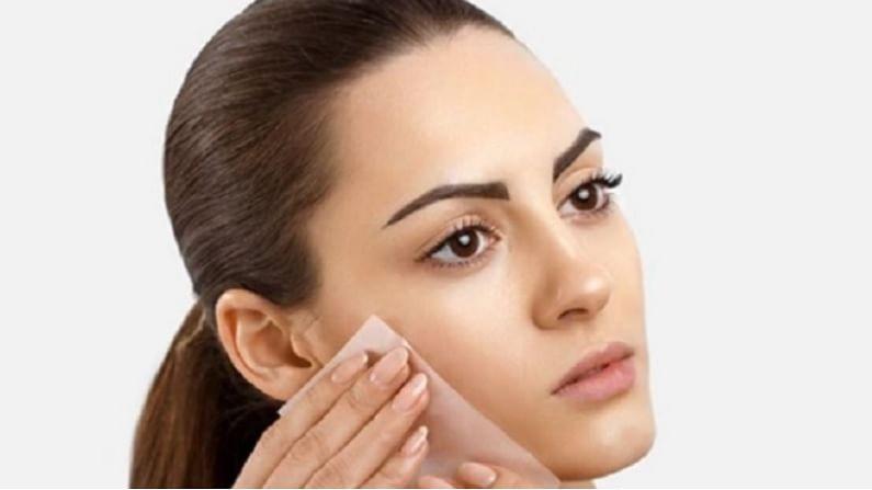पावसाळ्याच्या हंगामात त्वचेची विशेष काळजी घेणे खूप महत्वाचे आहे. पावसाळ्याच्या हंगामात आपण काही घरगुती फेसपॅक वापरून आपली त्वचा सुंदर आणि चमकदार करू शकतो.