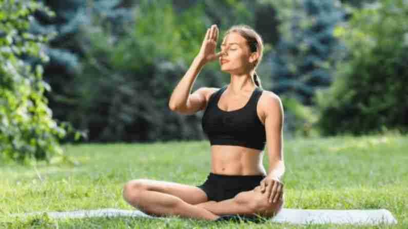 अनुलोम विलोम श्वासोच्छ्वासाच्या माध्यमातून उजव्या आणि डाव्या नाड्या शुद्ध आणि संतुलित केल्या जातात. यामुळे संधिवात आणि सायनसायटिस कमी होतो. हे अॅलर्जी आणि दमा बरा करण्यास मदत करते.