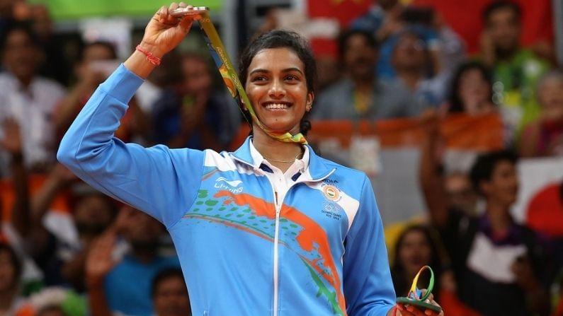 सिंधुचा जन्म 5 जुलै 1995 मध्ये हैदाबादमध्ये झाला. तिच्या जन्मदिनाच्या निमित्ताने ती जगातील सर्वोत्तम बॅडमिंटन खेळाडूंपैकी एक कशी ठरली याविषयी जाणून घेऊयात. (Pic Credit BWF)