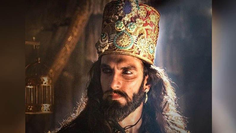 रणवीर, दीपिका आणि शाहिद अभिनित 'पद्मावत' हा चित्रपट बॉक्स ऑफिसवर चांगलाच गाजला होता. या चित्रपटाला IMDBवर 7 स्टार रेटिंग मिळाले आहे.