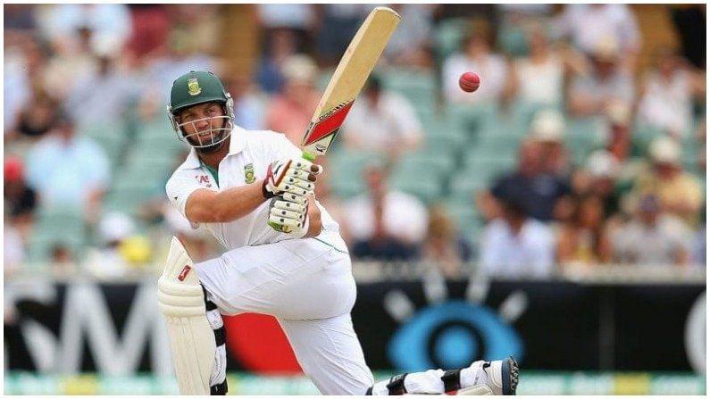 द्रविडनंतर आकाशने दक्षिण आफ्रिकेचा अष्टपैलू खेळाडू जॅक कॅलिसचे (Jack kallis) नाव घेतले. कॅलिसने 123 कसोटी सामन्यात 59 च्या सरासरीने 38 शतक ठोकत 10 हजार 660 धावा केल्या. दक्षिण आफ्रिकेत फलंदाजी करणे अवघड असतानाही कॅलिसने घरगुती मैदानात 62 च्या सरासरीने धावा केल्या आहेत. त्यावरुन त्याच्या फलंदाजीचा अंदाज येऊ शकतो असं चोप्रा म्हणाला.