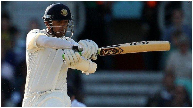 या यादीत आकाशने सर्वात पहिल्या स्थानी भारताचा माजी दिग्गज फलंदाज राहुल द्रविड (Rahul Dravid) याचं नाव ठेवलं आहे. द्रविडने  124 टेस्टमध्ये 52 च्या सरासरीने 28 शतकं ठोकत 9 हजार 966 धावा केल्या आहेत. द्रविडबद्दल बोलताना आकाश म्हणाला,'द्रविड एक महान फलंदाज आहे. त्याने रावळपिंडीमध्ये ठोकलेल्या 270 धावा, एडिलेडचे दुहेरी शतक, ईडन गार्ड्न्समध्ये लक्ष्मणसोबतची भागिदारी ही सर्व उदाहरण अप्रतिम आहेत. तसेच सलग 4 टेस्टमध्ये शतक ठोकणारा राहुल एकमेव भारतीय आहे.''