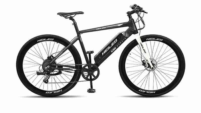 हिलियो H100 इलेक्ट्रिक सायकल स्प्रिंग ग्रीन आणि व्हाइट या दोन रंगांमध्ये उपलब्ध आहे. त्याचा फ्रेम आकार 19 इंचाचा आहे. आपण ही सायकल 2,334 रुपये प्रारंभिक ईएमआयवर घेऊ शकता. या सायकलचा वेग ताशी 25 किलोमीटर आहे.