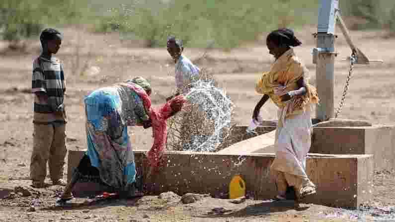 जेव्हा जेव्हा आपण परदेशात सुट्टीचा विचार करता तेव्हा आपल्या मनात इथिओपियाचे नाव क्वचितच येते. परंतु ही सर्वात मनोरंजक जागांपैकी एक मानली जाते (Ethiopia Calendar and Time). या देशाचा इतिहास खूप जुना आहे, लोकांच्या जगण्याचा मार्ग वेगळा आहे आणि या देशाला सखोल सांस्कृतिक ओळख आहे. एकंदरीत इथिओपिया अशी जागा आहे जेथे भूतकाळात जाण्याचा अनुभव मिळतो.