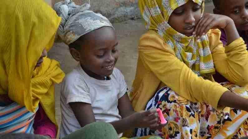 हेच कारण आहे की वर्षामध्ये 13 महिने (Ethiopia Calendar Months) असतात. इथले लोक शेवटच्या महिन्याला पॅग्युम(Pagume) म्हणतात. ज्यामध्ये 5 किंवा 6 दिवस असतात. हा दिवस त्या दिवसांच्या स्मृतीत जोडला गेला आहे, जे काही कारणास्तव वर्षात मोजले जात नाही.