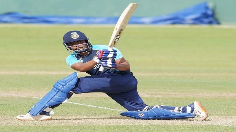 खराब फॉर्ममुळे मागील परदेशी दौऱ्यातून संघाबाहेर करण्यात आलेल्या पृथ्वी शॉने (Pruthvi Shaw) स्थानिक क्रिकेट स्पर्धांसह आयपीएलमध्ये धडाकेबाज कामगिरी केली. त्यामुळे तो श्रीलंका दौऱ्यातही तशीच कामगिरी करेल अशी आशा व्यक्त केली जात आहे.