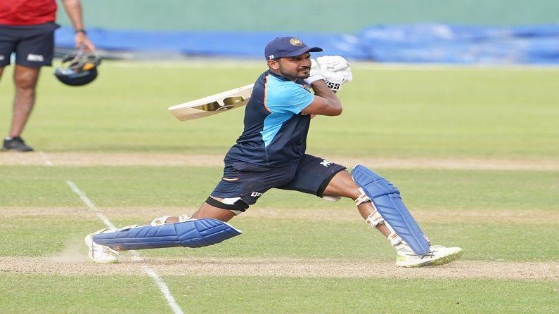 इतराच्या तुलनेत वरिष्ठ असणारा फलंदाज मनिष पांडे (Manish Pandey) वरील फोटोत सराव सामन्यात फलंदाजी करताना दिसत आहे, पांडे बऱ्याच काळापासून आंतरराष्ट्रीय क्रिकेट खेळत असला तरी अजूनपर्यंत हवी तशी कामगिरी त्याला करता आलेली नाही. त्यामुळे या दौऱ्यात तरी तो स्वत:ला सिद्ध करतो का? हे पाहावे लागेल.
