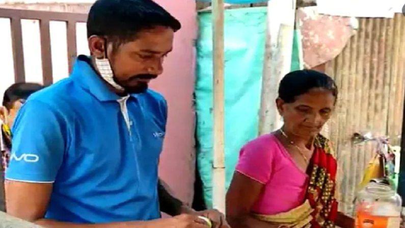 Cricketer Prakash Bhagat Selling Tea