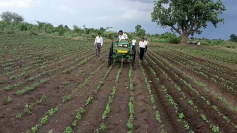 या शेतकऱ्याने ही चाकं खास कर्नाटकातून बनवून आणली आहेत. या चाकासाठी त्याला साधारण 80 हजारांचा खर्च आला.