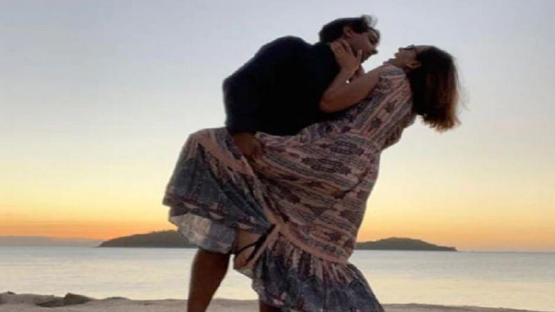 एवलिन म्हणाली की, कोरोनाच्या अगोदरची लाईफ ती मिस करत आहे. एवलिन आणि तुषार यांची पहिली भेट 2018 मध्ये झाली होती. त्यानंतर दोघांनी ऑक्टोबर 2019 मध्ये लग्न केले.