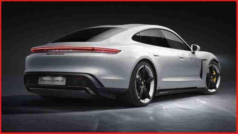 Porsche Taycan Turbo S एक परफॉर्मन्स-पॅक 4-डोर सेडान आहे. जर्मन ऑटोमेकरचे फ्लॅगशिप इलेक्ट्रॉनिक परफॉर्मन्स वाहन केवळ वेगवानच नाही तर प्रशस्त देखील आहे. त्याचे प्रगत चार्जिंग तंत्रज्ञान केवळ 5 मिनिटांच्या चार्जमध्ये 100 किलोमीटरचे अंतर सुनिश्चित करते. ही कार फक्त 2.8 सेकंदात 0-100 किमी / तास वेगाने धावू शकते. तिचा सर्वोच्च वेग 260 किमी प्रति तास आहे.