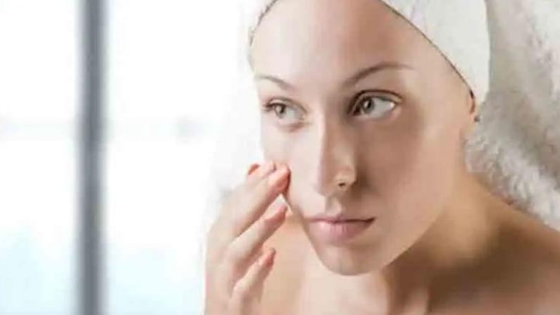चेहऱ्यावरील सन-टॅन काढण्यासाठी तीन चमचे पपईचा गर आणि 2 व्हिटॅमिन ई कॅप्सूल मिक्स करून घ्या. त्याची चांगली पेस्ट तयार करा आणि आपल्या संपूर्ण चेहऱ्याला लावा. दहा मिनिटांनी चेहरा धुवा.