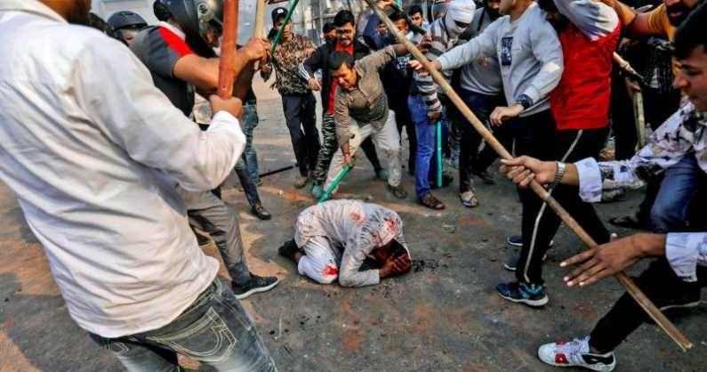 दिल्लीतील CAA विरोधी आंदोलनातील धार्मिक उन्मादही दानिश यांनी कॅमेऱ्यात टिपला. हिंदुत्ववादी कट्टरतावाद्यांनी धार्मिक घोषणा देत मुस्लीम आंदोलकांवर केलेल्या हल्ल्याने देश हादरला. ते क्षण दानिश यांनीच टिपले.